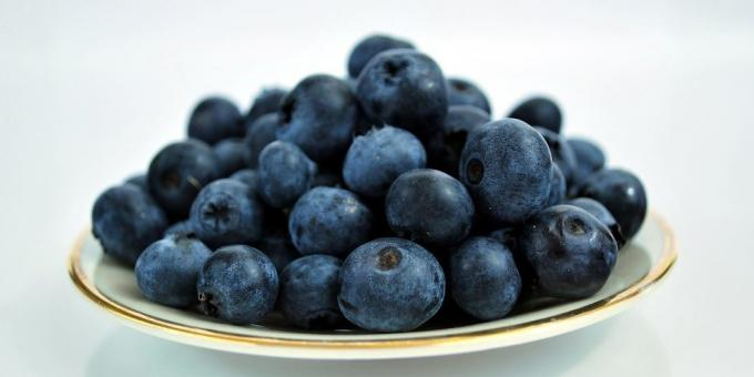 Useful fruit and berries: blueberries