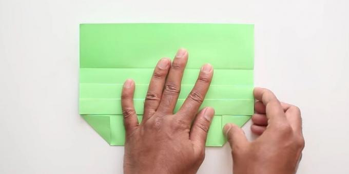 envelope with your hands without adhesive: fold the corners