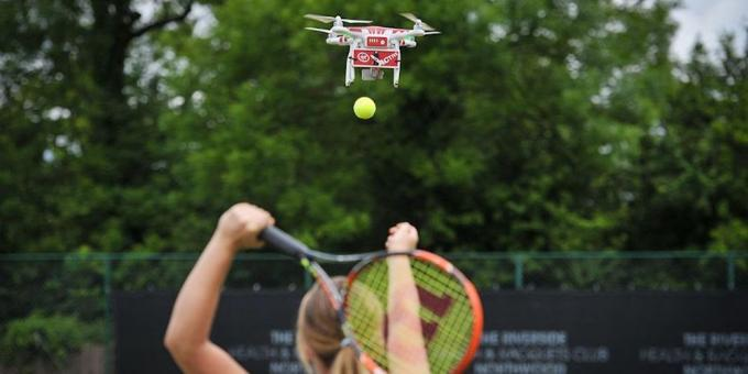 Drone helps tennis players