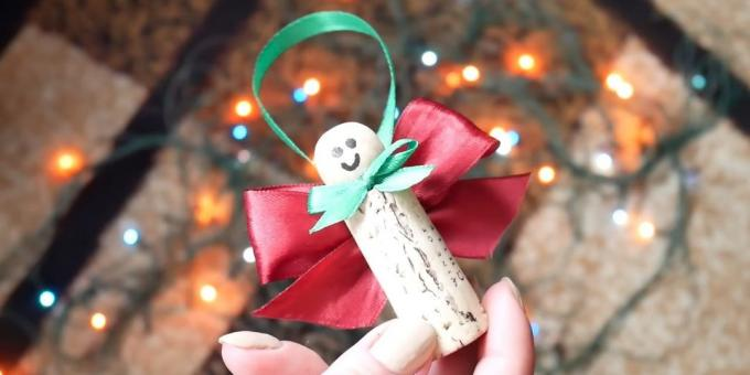 Christmas decorations from wine corks