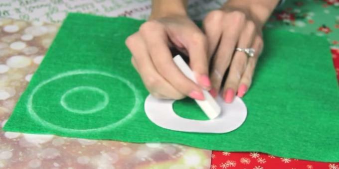 Christmas toys with their own hands: make a pattern and circle