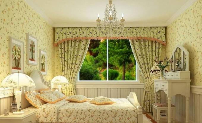 How to choose curtains: a floral abundance in the interior theme looks tasteless