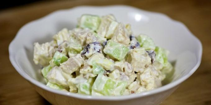 Cucumber salad, chicken and prunes