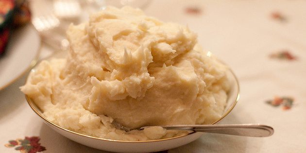Mashed potatoes with coconut milk and onions