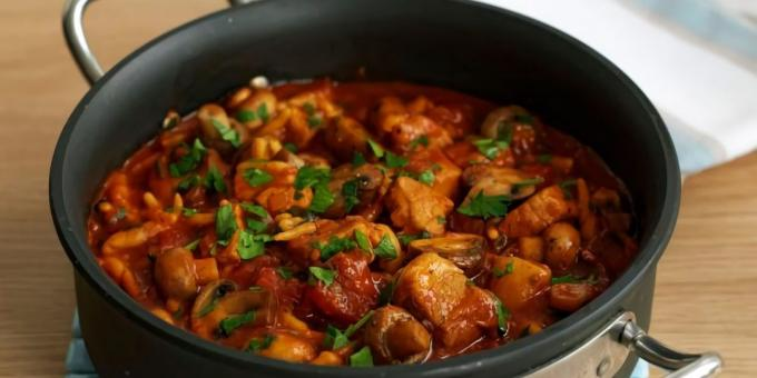 A simple recipe for goulash of pork with mushrooms
