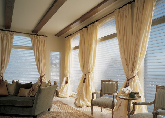 Elongated curtains in the interior