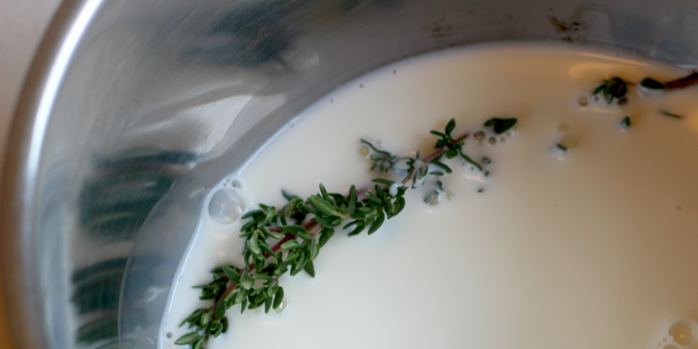 How to cook mashed potatoes: Add the herbs in milk