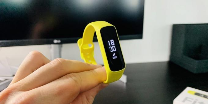 Review of Samsung Galaxy Fit and Galaxy Fit E: Display Galaxy Fit E