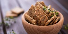 Crackers with sesame seeds, fennel and poppy seeds
