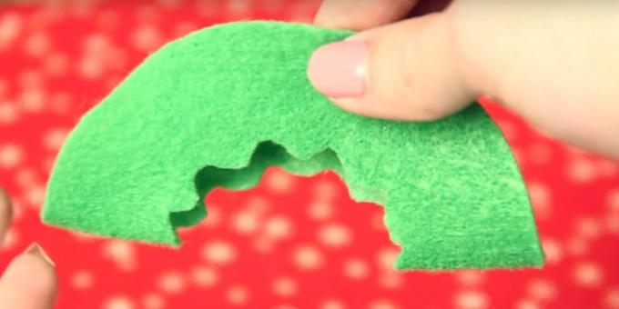 Christmas toys with their own hands: make a pattern on one piece