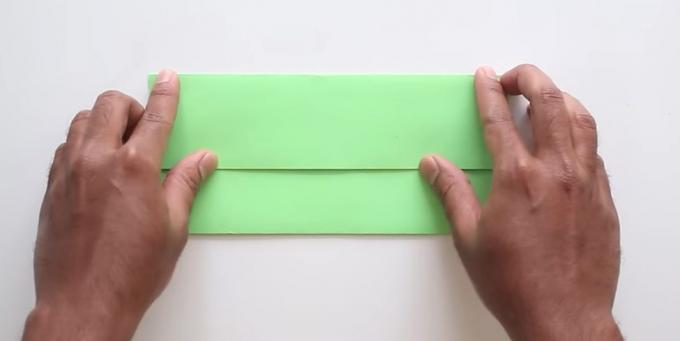 envelope with your hands without adhesive: fold the upper part