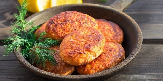 Chum salmon cutlets with cheese