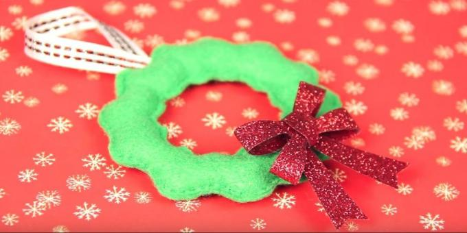 Christmas toys with their own hands: sew and decorate toy bow
