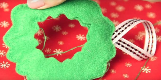 Christmas toys with their own hands: sew the edges and add a loop